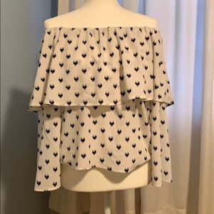 Tops - Off the shoulder white blouse w/ black hearts